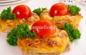 Kiaulienos kepsneliai su ananasu ir sūrio plutele