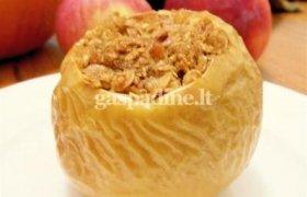 Įdaryti obuoliai su raugintais kopūstais
