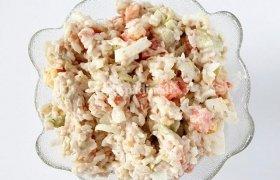 Ryžių salotos su avokadu ir tunu