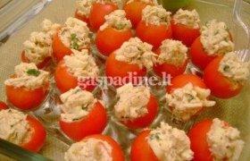 Įdaryti pomidorai su vištiena