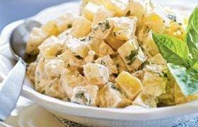 Pikantiškos salotos su ananasais