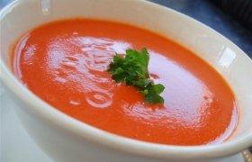 Šalta pomidorų sriuba su varške