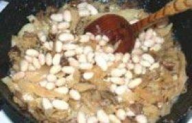Troškinti kopūstai su pupelėmis ir grybais