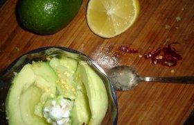 """Guacamole užtepėlė arba """"ahuacatl molli"""""""