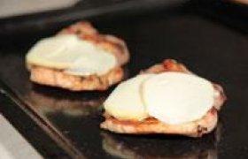 Kaulienos kepsnys su mocarelos sūriu