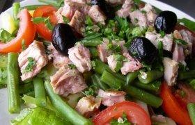 Tuno salotos su šparaginėmis pupelėmis