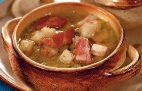 Žirnių sriuba su rūkyta vištiena