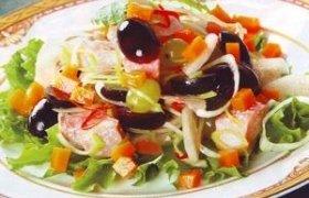 Lašišos salotos su vynuogėmis