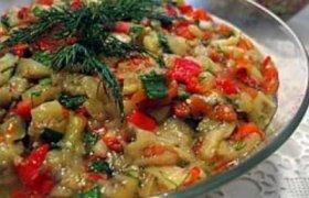 Baklažanų salotos su pomidorais
