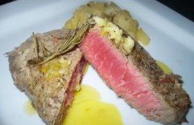 Tuno steikas su kriaušėmis ir apelsininiu padažu