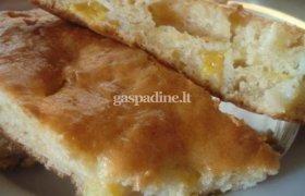 Minkštas pyragas su persikais