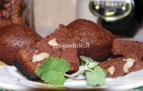 Šokoladiniai keksiukai su riešutais