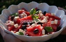 Arbūzų salotos su daržovėmis ir feta sūriu