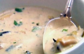 Skanioji pievagrybių sriuba