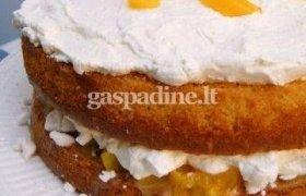 Persikų ir grietinėlės tortas su karamele