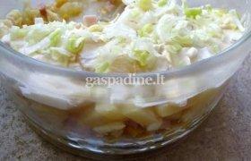 Salierų salotos su vaisiais ir kumpiu