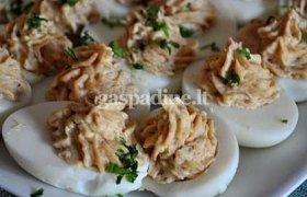 Rūkyta šonine ir jalapeno pipirais įdaryti kiaušiniai