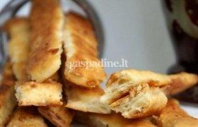 Orkaitėje keptos sūrio lazdelės