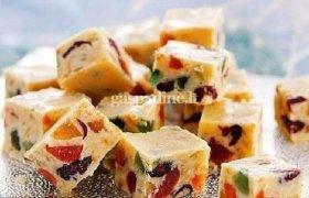 Baltojo šokolado, sausainių ir džiovintų vaisių saldumynas
