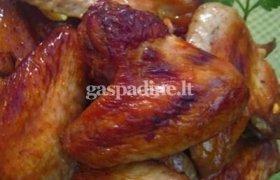 Orkaitėje kepti vištienos sparneliai su bulvėmis