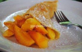 Lietiniai blynai su persikais