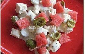 Pikantiškos feta sūrio, alyvuogių ir arbūzo salotos
