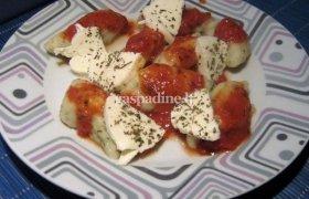 Bulvių virtinukai su pomidorų padažu ir mocarela sūriu