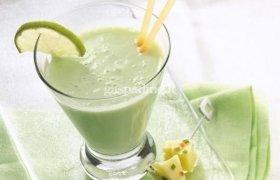 Pieniškas laimo ir bananų kokteilis