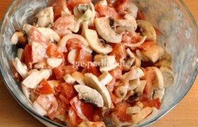 Pievagrybių salotos su pomidorais