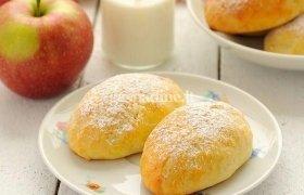 Varškinės tešlos bandelės su obuoliais ir razinomis