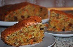 Morkų pyragas su razinomis ir riešutais