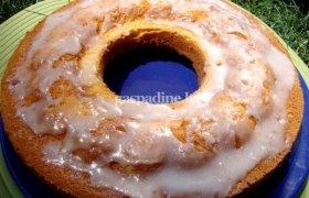 Jogurtinis pyragas su tarkuotų persikų gabaliukais