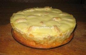 Varškės ir vaisių pyragas