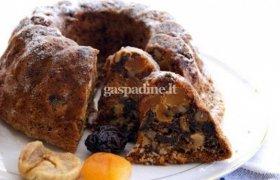 Pyragas su džiovintais vaisiais ir riešutėliais