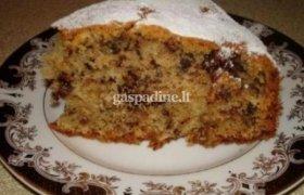Prancūziškas pyragas su riešutais ir razinomis
