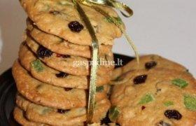 Sausainiai su džiovintais vaisiais