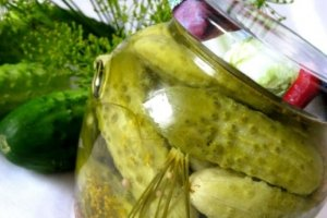 Saldžiarūgščiai marinuoti agurkai