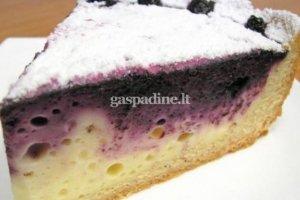 Varškės ir mėlynių pyragas