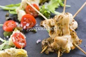 Graikiško stiliaus vištienos gabaliukai su pomidorais