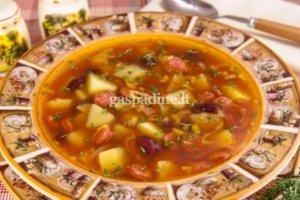 Pomidorų sriuba su dešrelėmis