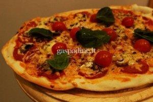 Pica su česnakiniu saliamiu