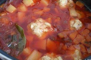 Sriuba su mėsos kukuliukais
