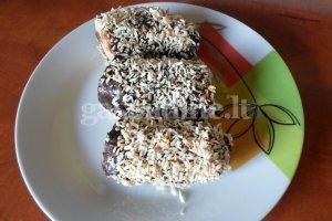 Šaldyti bananai su šokoladu ir kokoso drožlėmis