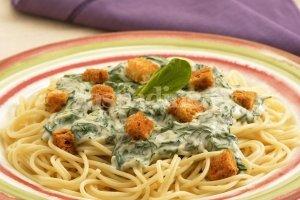 Žali spagečiai su skrebučiais