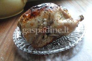 Orkaitėje keptas viščiukas su baravykų įdaru