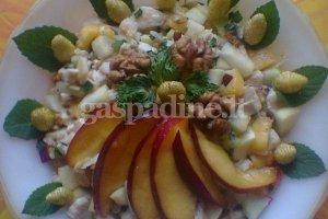 Vištienos salotos su vaisiais