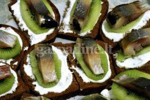 Gardieji  sumuštinukai su kivi ir silke