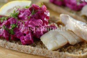 Sumuštiniai su burokelių salotomis ir silke