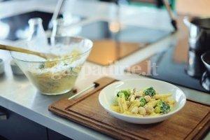 Makaronai su vištiena, brokoliais ir saulėje džiovintais pomidorais