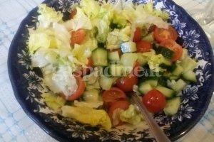 Paprastos daržovių salotos